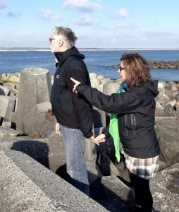 Sònia og Anders i Thyborøn med udsigt mod Skotland