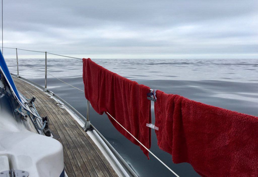 Havet ud for Hidra med bløde dønninger